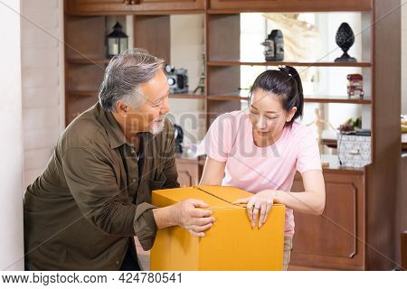 Moving Day Concepts, Asian Family Carrying Boxes Into New Home, Happiness Middle Aged Daughter And S