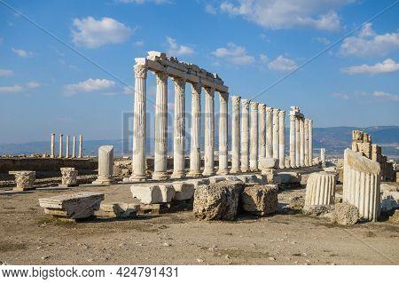 Colonnade Near Agora In Antique City Laodicea, Denizli, Turkey. There Are Columns, Pylons & Its Ruin