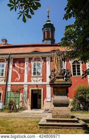 Baroque Castle Steknik, Stucco, Peeling Dark Red Plaster, Red Tile Roof, Green Lawn, Italian Garden,