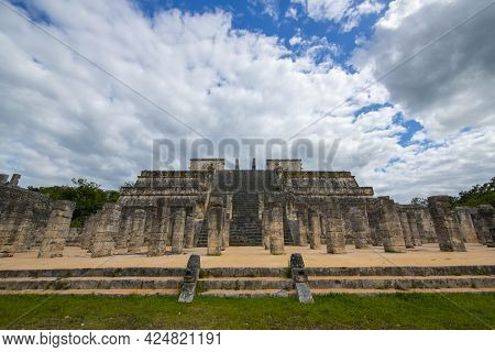 Templo De Los Guerreros Temple Of The Warriors At The Center Of Chichen Itza Archaeological Site In