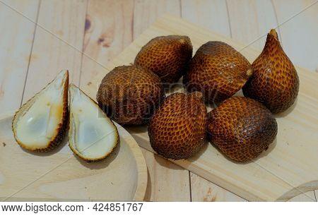 Salak (salacca Zalacca) - Large Amounts Of Snake Fruit. Fresh Snake Fruit On The Wood. Thorny Palm