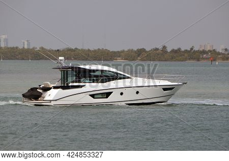 High-end Cabin Cruiser On The Florida Intra-coastal Waterway Off Of Miami Beach.