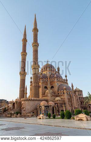 Sharm El Sheikh, Egypt - June 4, 2021: Al Sahaba Mosque In Sharm El Sheikh City In Egypt With Visito