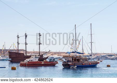 Sharm El Sheikh, Egypt - June 7, 2021: Old Style Yachts For Cruising In The Bay Of The Red Sea In Sh