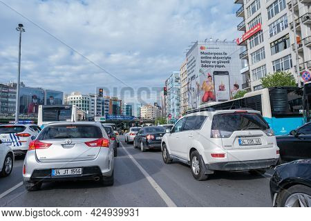 Mecidiyekoy, Istanbul, Turkey - 05.17.2021: Wide Angle View Of Cars Stuck In Front Of Red Lights In
