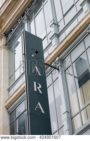 Bordeaux , Aquitaine France  - 06 20 2021 : Zara Logo And Text Sign Front Of Clothes Brand Store Of