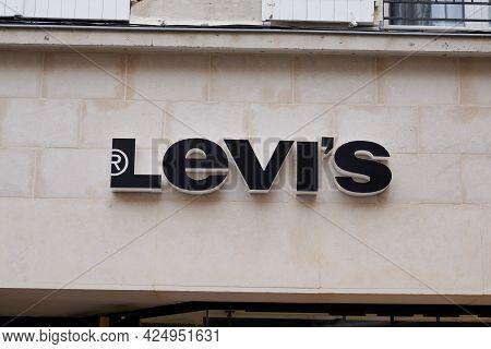 Bordeaux , Aquitaine France  - 06 20 2021 : Levi's Logo Brand And Text Sign Of Boutique Jeans Levis