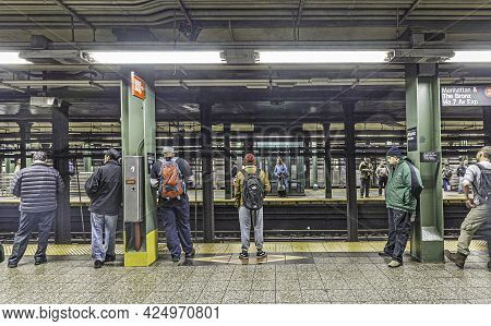New York, Usa - Oct 20, 2015: People Wait At Subway Station Wall Street In New York. With 1.75 Billi