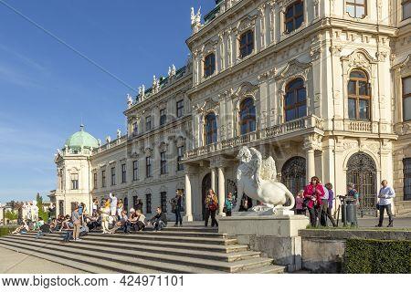 Vienna, Austria - April 25, 2015:  People Enjoy Visiting The Belvedere Palace In Summer, Vienna, Aus