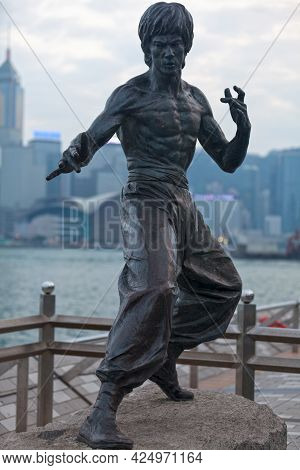 Hong Kong, China - March 24 2014: The Bruce Lee Statue In Hong Kong Is A Bronze Memorial Statue Of T