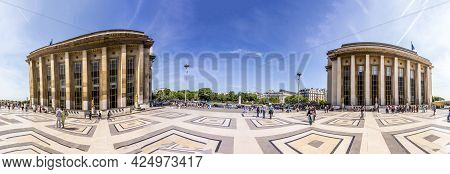 Paris, France - June 13, 2015: Palais De Chaillot,  Tourists And Parisians Walking At The Esplanade