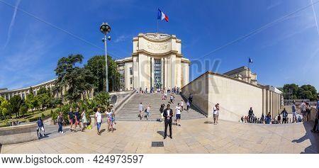 Paris, France - June 13, 2015: Palais De Chaillot, Golden Statues And Eiffel Tower On The Background
