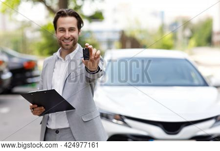 Agent Sales Offers To Client To Buy New Car In Distributor Care Salon