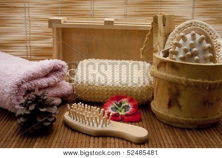 Hairbrush with massage sponge