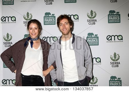 LOS ANGELES - JUN 11:  Amanda Crew, Thomas Middleditch at the Give Back Day to Celebrate National Park Service Centennial at the Franklin Canyon Park on June 11, 2016 in Beverly Hills, CA