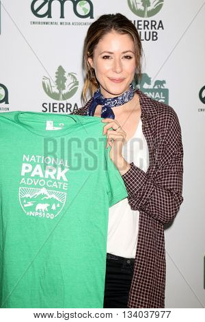 LOS ANGELES - JUN 11:  Amanda Crew at the Give Back Day to Celebrate National Park Service Centennial at the Franklin Canyon Park on June 11, 2016 in Beverly Hills, CA
