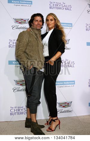 LOS ANGELES - JUN 11:  Greg Lauren. Elizabeth Berkley at the 15th Annual Chrysalis Butterfly Ball at the Private Residence on June 11, 2016 in Brentwood, CA