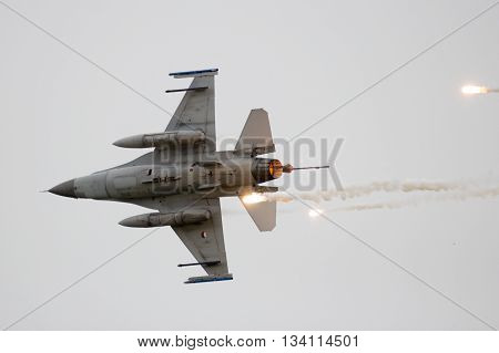 F-16 Flares