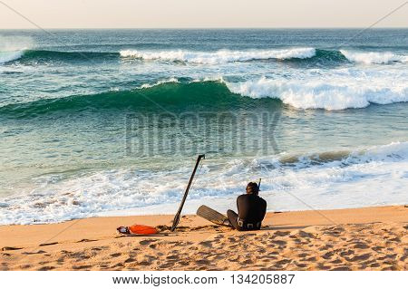 Diver spear fishing gun goggles line buoy beach entry swim into ocean