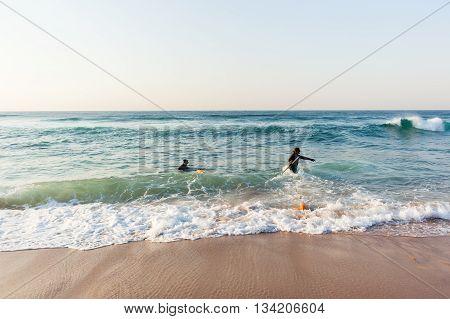 Divers spear fishing guns goggles line bouy beach entry swim into ocean