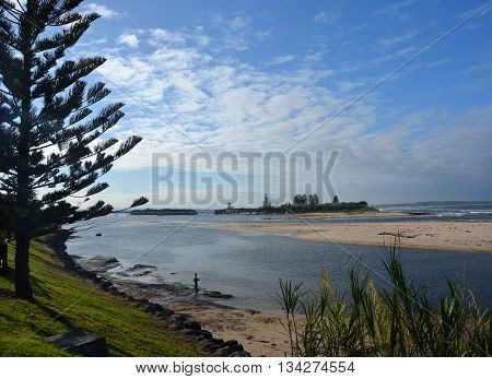The Entrance at low tide from Marine Parade. This great location sits between the Pacific Ocean on the eastern side, and Tuggerah Lake on the northern and western sides.