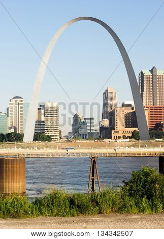 The Mississippi River passes by in front of downtown St Louis
