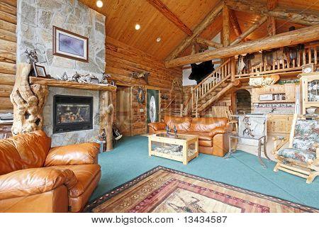 Cabaña de troncos rústicos y gran sala de estar