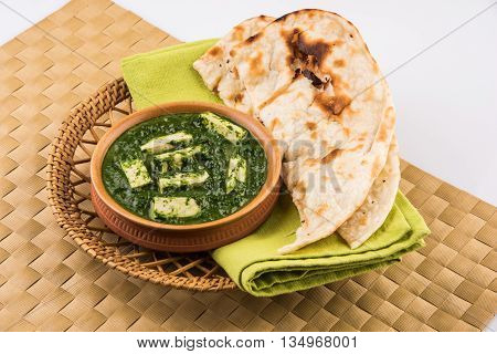 tasty palak paneer served with nan / naan / roti / chapati / fulka / tandoori naan / indian bread