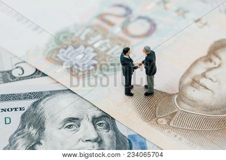 Us And China Financial Tariff Trade War Negotiation Talk, Collaboration Or Discuss Concept, Miniatur