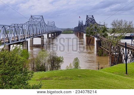 Vicksburg, Usa, 2018.03.28.: Bridges Over The Mississippi River At Vicksburg In The Usa.
