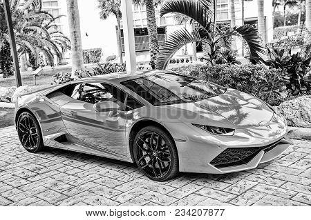 Miami, Florida, Usa-february 19, 2016: Supercar Lamborghini Aventador Orange Color Parked Next To Oc