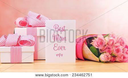 Mother's Day Gift, Pink Roses And Best Mom Ever Greeting Card On Table.