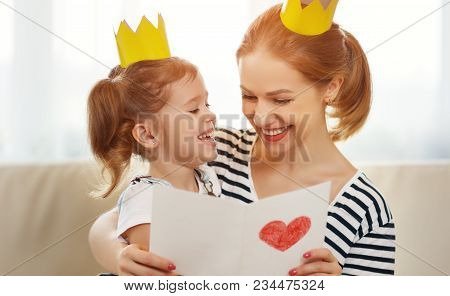 Happy Mother's Day! Mother And   Daughter In Crowns  And With Postcard.