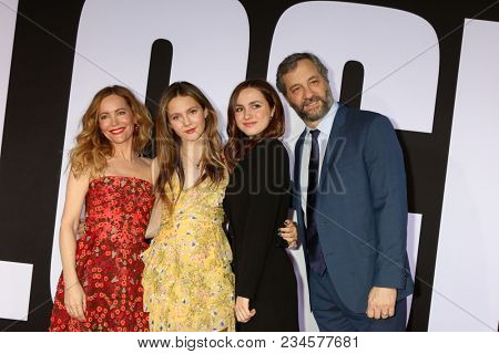 LOS ANGELES - APR 3:  Leslie Mann, Iris Apatow, Maude Apatow, Judd Apatow at the