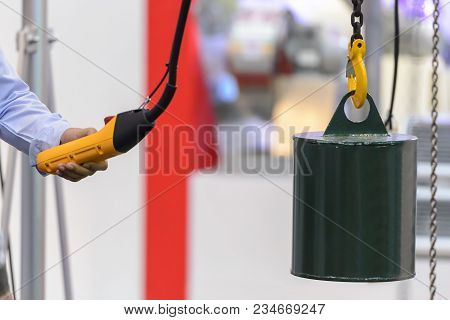 Hand Press Button Control The Electric Hoist Lift The Weight