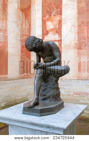 Pavlovsk, Russia - September 21, 2017. A Boy Pulling Out A Splinter. Sculpture Near The Gallery Of G