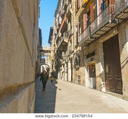 Barcelona, Spain - September 2, 2018: Neogothic Bridge At Carrer Del Bisbe (bishop Street) In The Fa