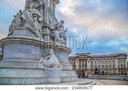 London, Uk - November 29, 2017: Queen Victoria Memorial In Front Of The Buckingham Palace.the Monume