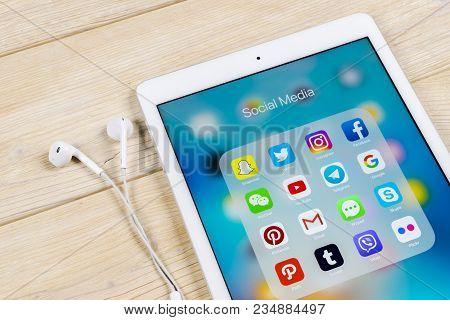 Sankt-petersburg, Russia, April 1, 2018: Apple Ipad With Icons Of Social Media Facebook, Instagram,