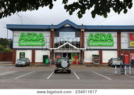 Sheffield, Uk - July 10, 2016: Asda Supermarket In Sheffield, Yorkshire, Uk. Retail Sales Generate 5