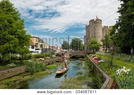 Canterbury, Uk, - July, 11, 2019:  A Walking Tour Passes Burgate In The Historic City Centre Of Cant