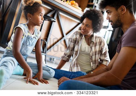 Parents Having Serious Conversation With Teenage Child With Problem Solving Attitude