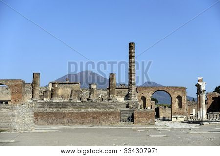 The Tempio Di Giove, Pompeii ,italy No People And Clear Blue Sky
