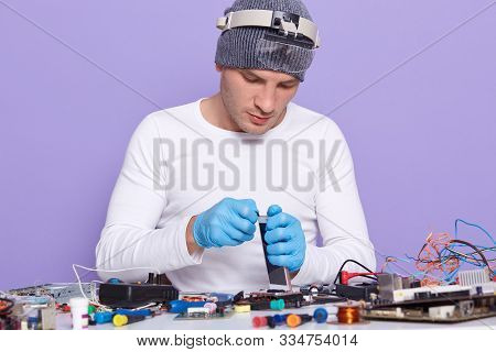 Master Assembles Phone And Fix It With Replacing New Battery And Screen, Radiotrician Repairs Mother