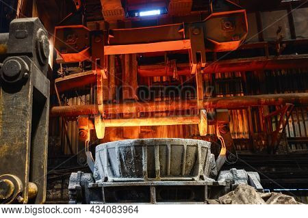 Special Metallurgical Ladles. Bucket Transportation By Overhead Crane.
