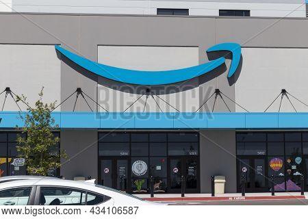 Albuquerque - Circa September 2021: Amazon.com Abq1 Fulfillment Center. Amazon Is The Largest Intern