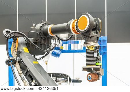 Automatic Smart Robot Arm With Suction Dust Collection System And Polishing Or Buffing Machine Polis