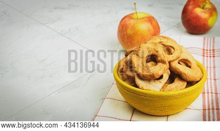 Ripe Apples And Dried Apples In A Bowl. Harvesting And Drying Apples. Dried Apple Slices On The Tabl
