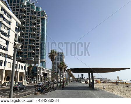 Tel-aviv, Israel - May 04, 2021: Promenade And Beach Of The Mediterranean Sea In Tel Aviv