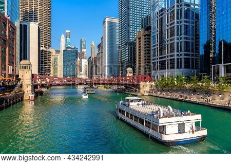 Sightseeing Cruise At Chicago River In Chicago, Illinois, Usa